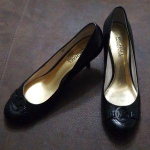Michael Kors black leather kitten heels sz 8m